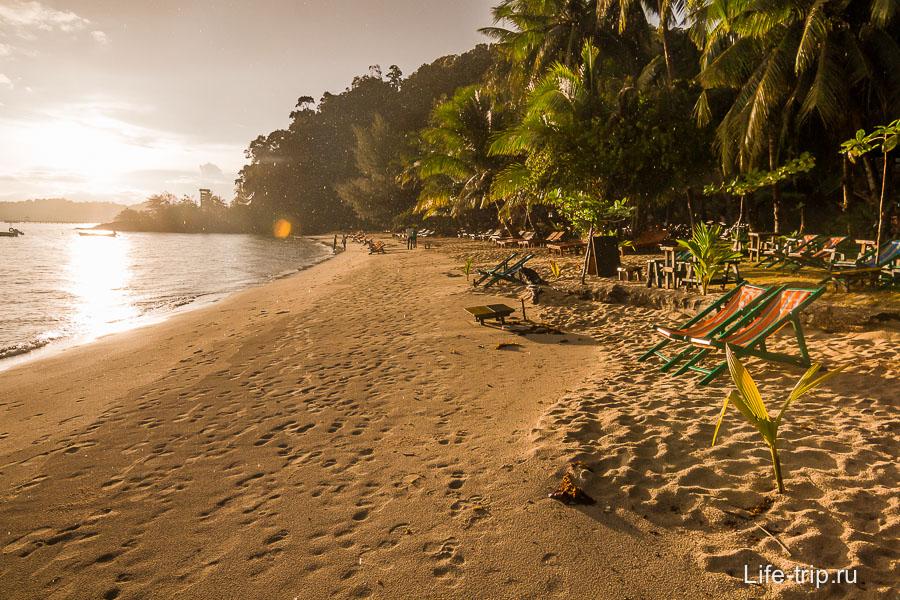 Klong Kloi Beach на закате и под дождем