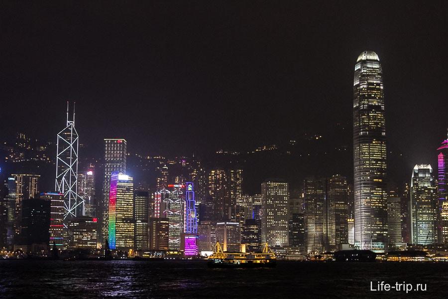 Перед лазерным шоу можно полюбоваться небоскребами