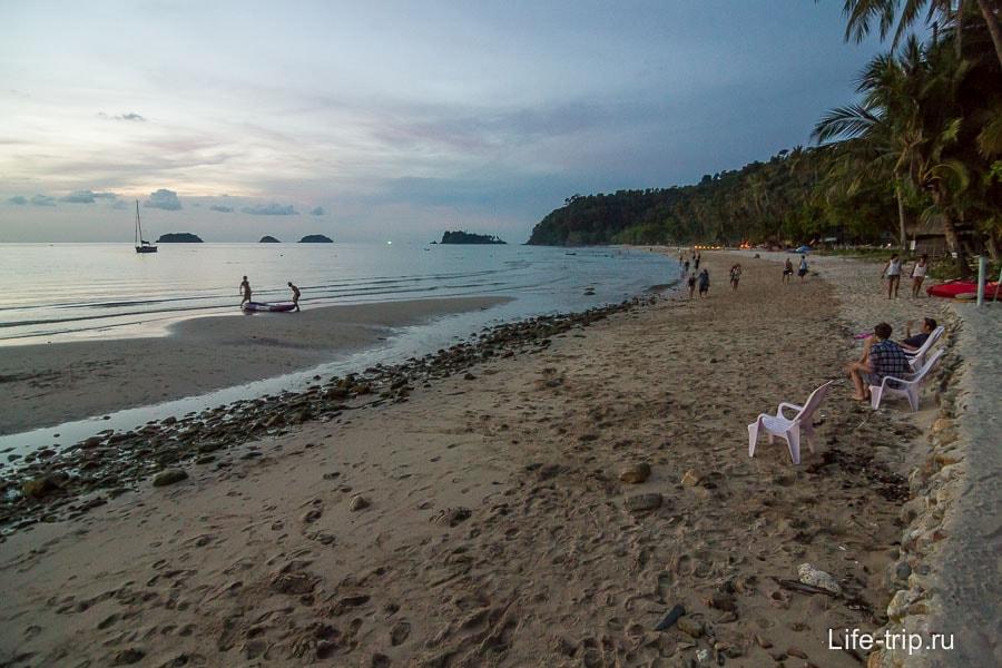 В самое конце Lonely Beach тоже есть проход к пляжу