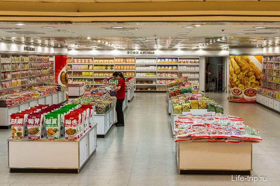 Всякие китайские вкусняшки в терминале Коулуна