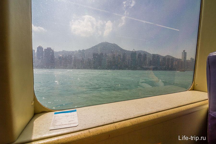 Усаживаемся по-удобнее и смотрим на уплывающий вдаль Гонгонг