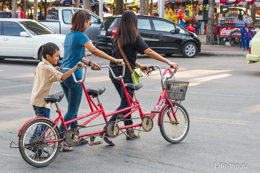 В Банг Саен популярен прокат вот таких велосипедов
