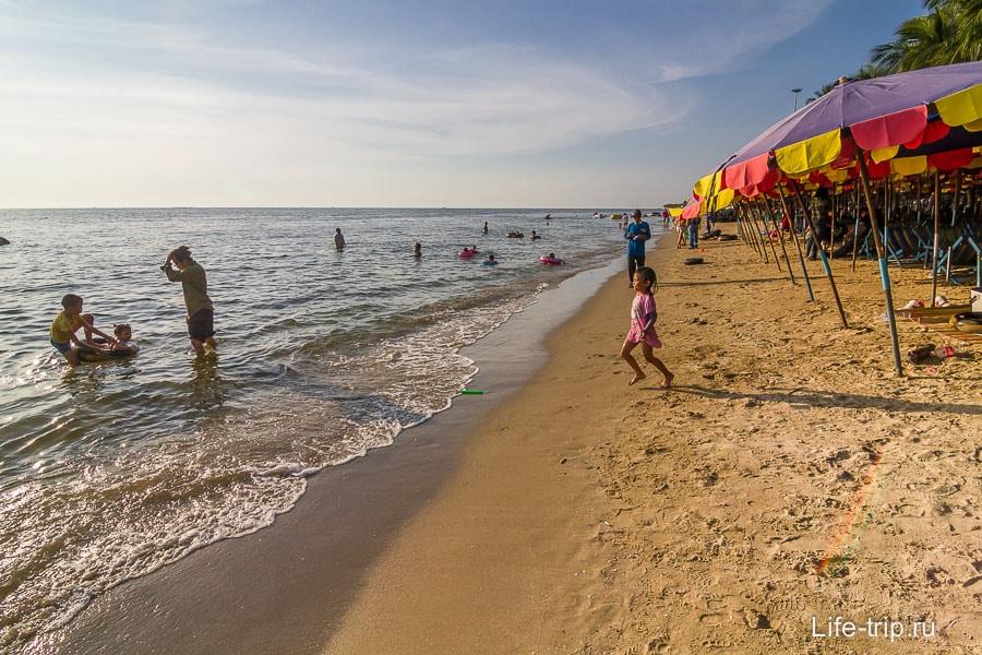 Собственно, сам пляж в Банг Саен