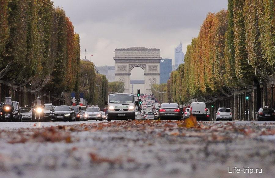 Париж. Снято с земли на мыльницу, очень нравится эта фотография