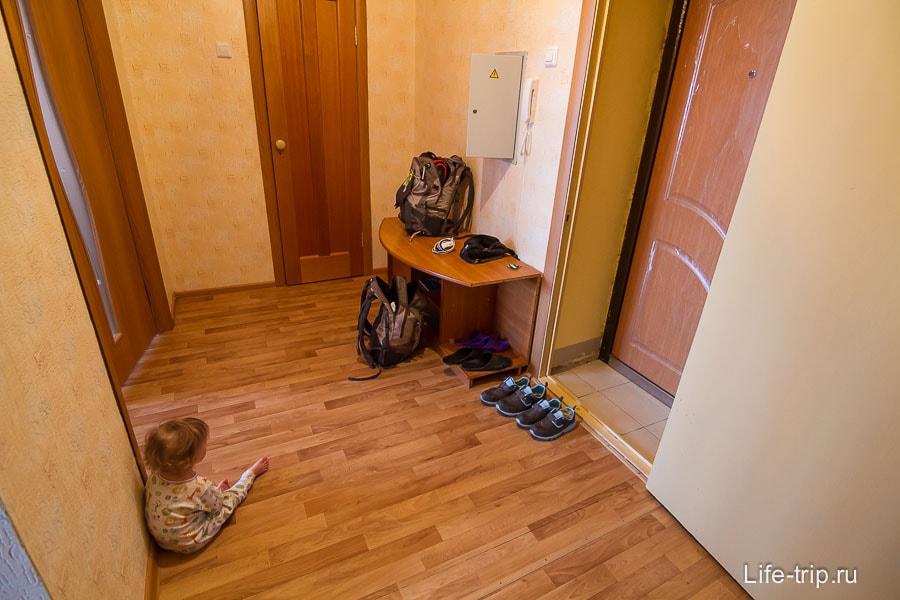 Прихожая с гардеробной комнатой