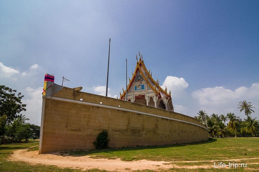 Храм в виде лодки
