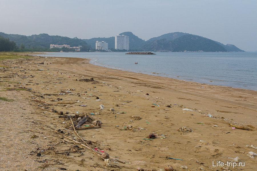 Песчаный пляж Pran Kiri - немного грязновато