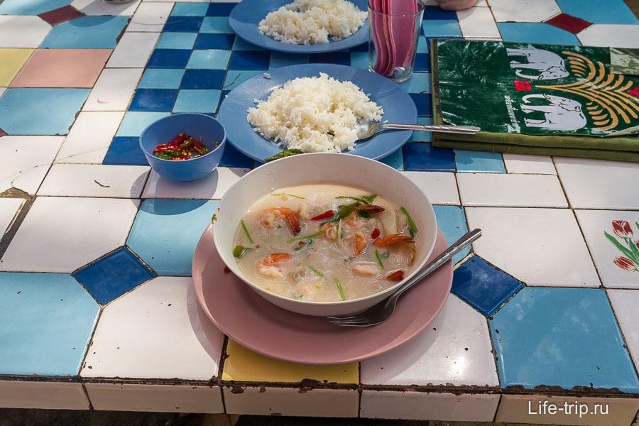 Том Кха в тайском кафе