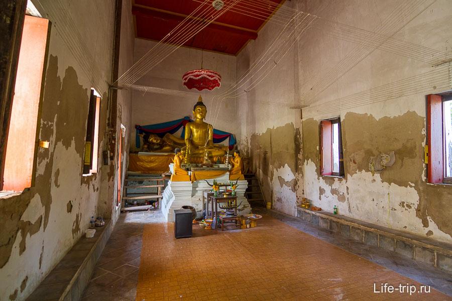 Внутри храма рядом с ушастиком
