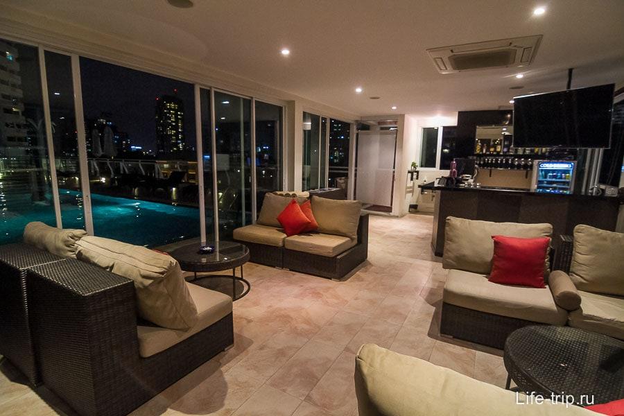 View bar около бассейна