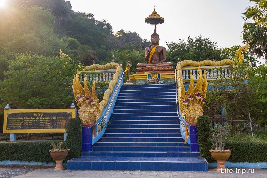 Сразу после въезда в Wat Cha Am
