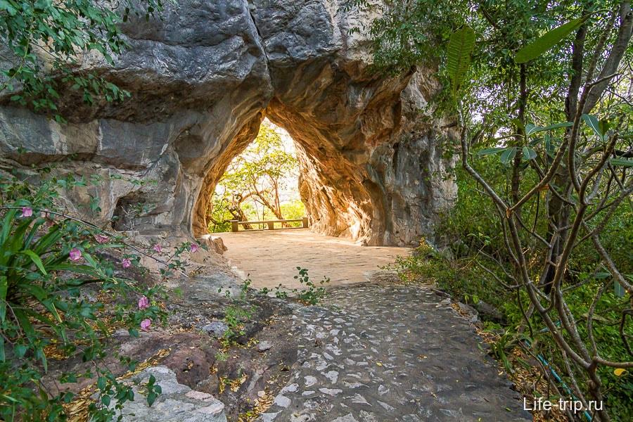 Пещерный храм Wat Cha Am