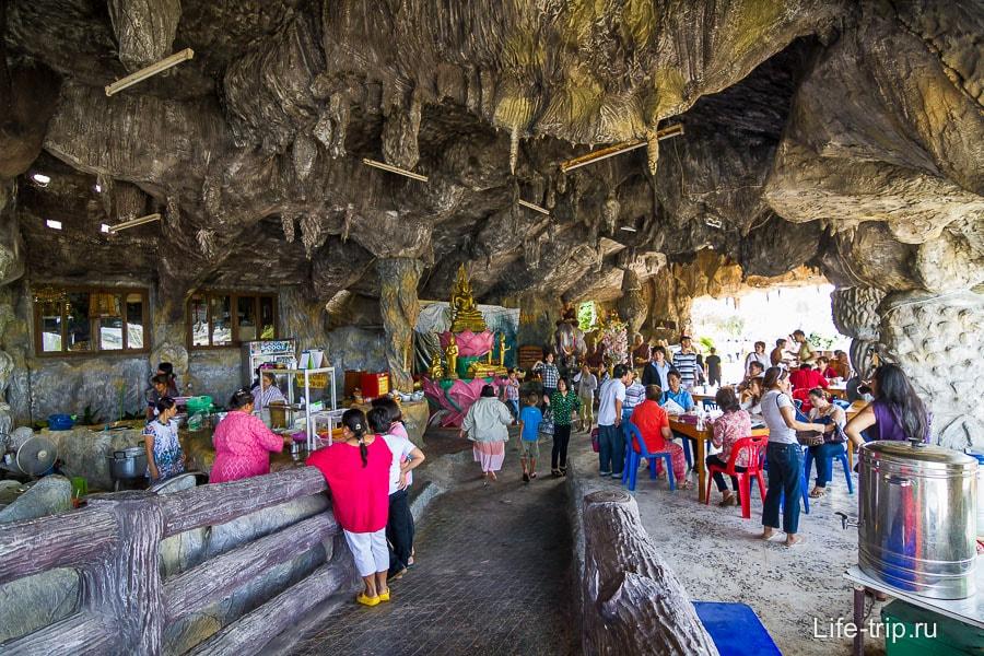Внутри искусственной пещеры