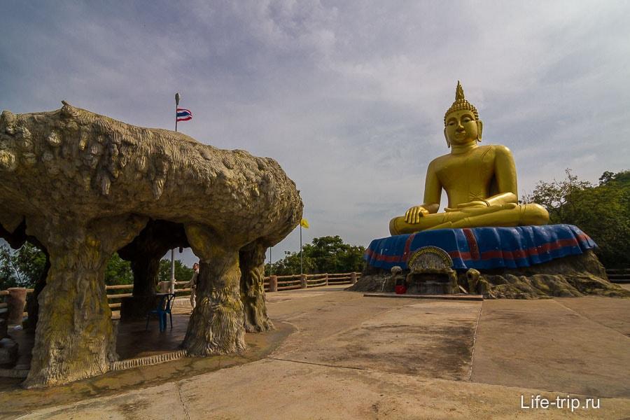 Большой Будда на самом верху Кхао Тао