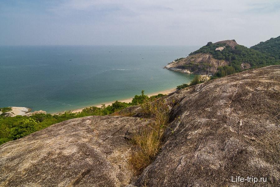 Пляж Sai Noi внизу
