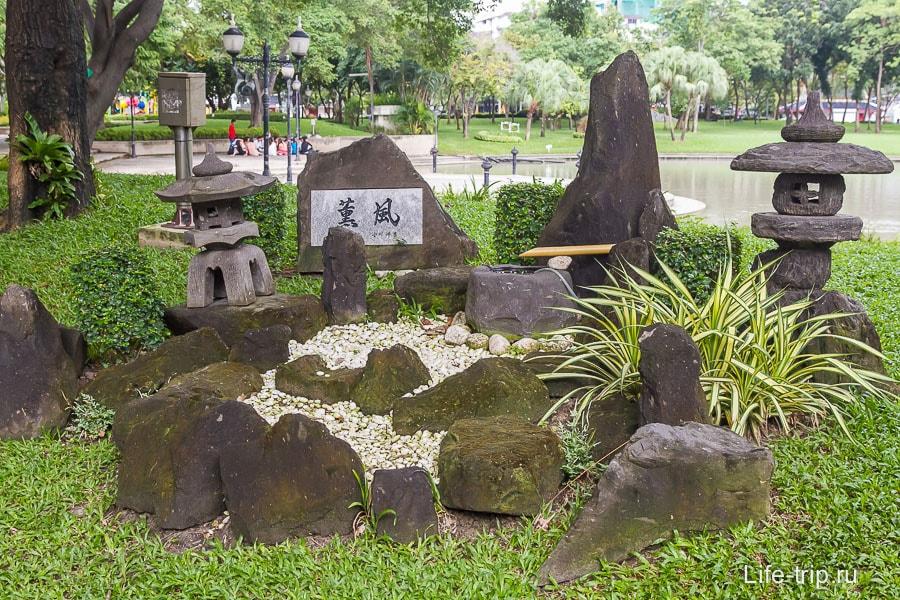 Мини-сад с камнями, что написано не знаю
