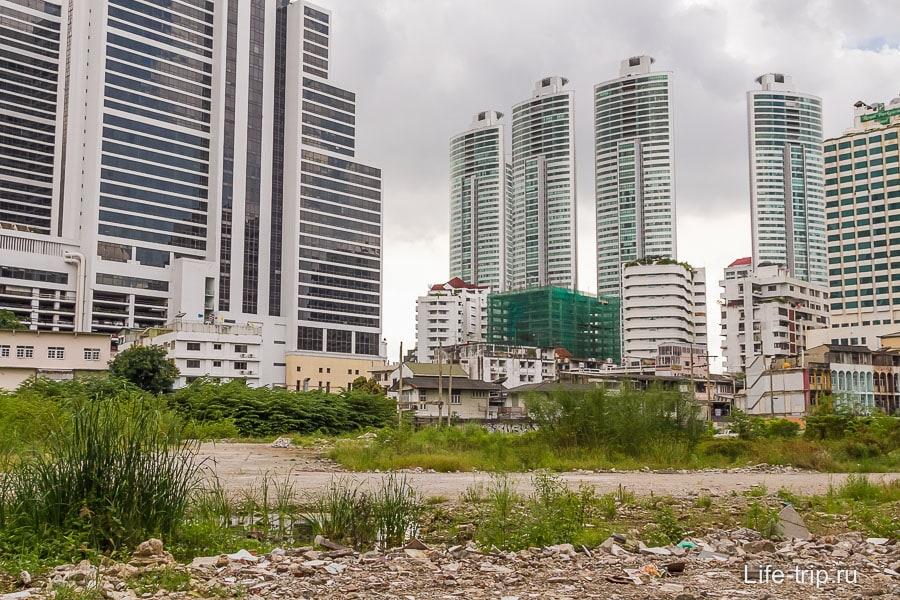 Рядом с парком место для будущего небоскреба?