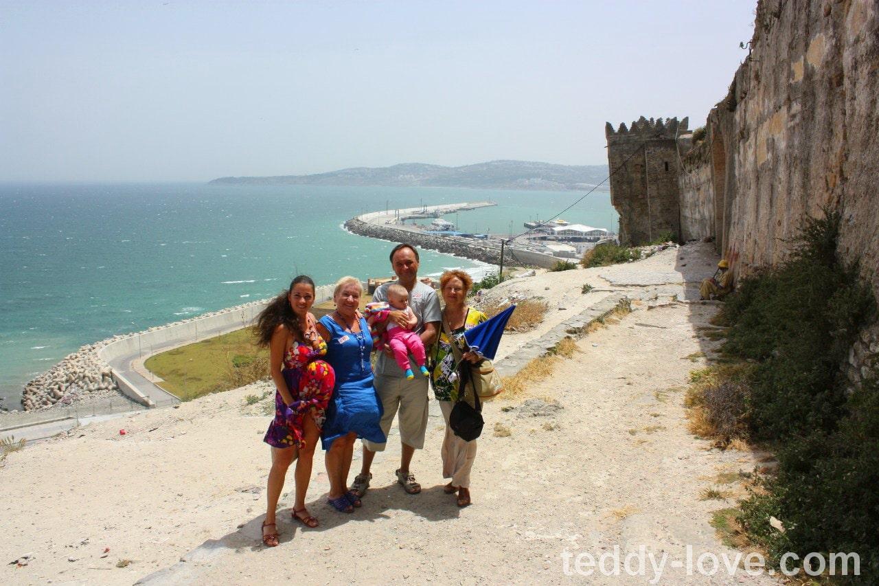 Съездили семьей из Испании в Марокко на день - полтора часа на пароме за какие-то копейки!