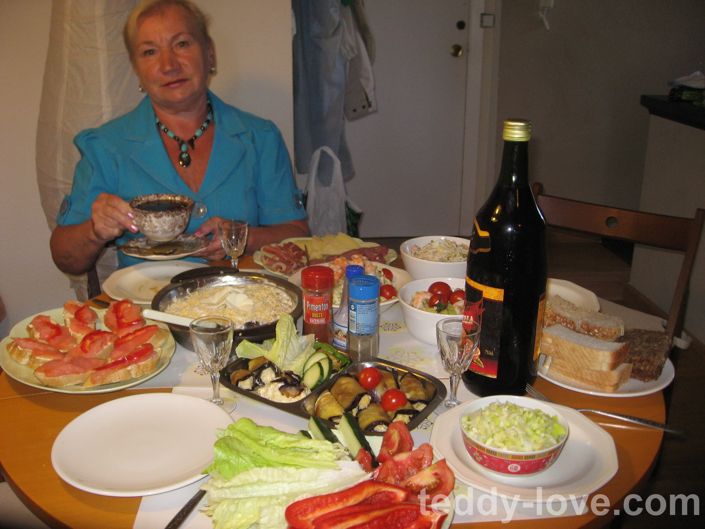 На еду на пятерых в Испании уходило почему-то меньше, чем на троих в Таиланде...
