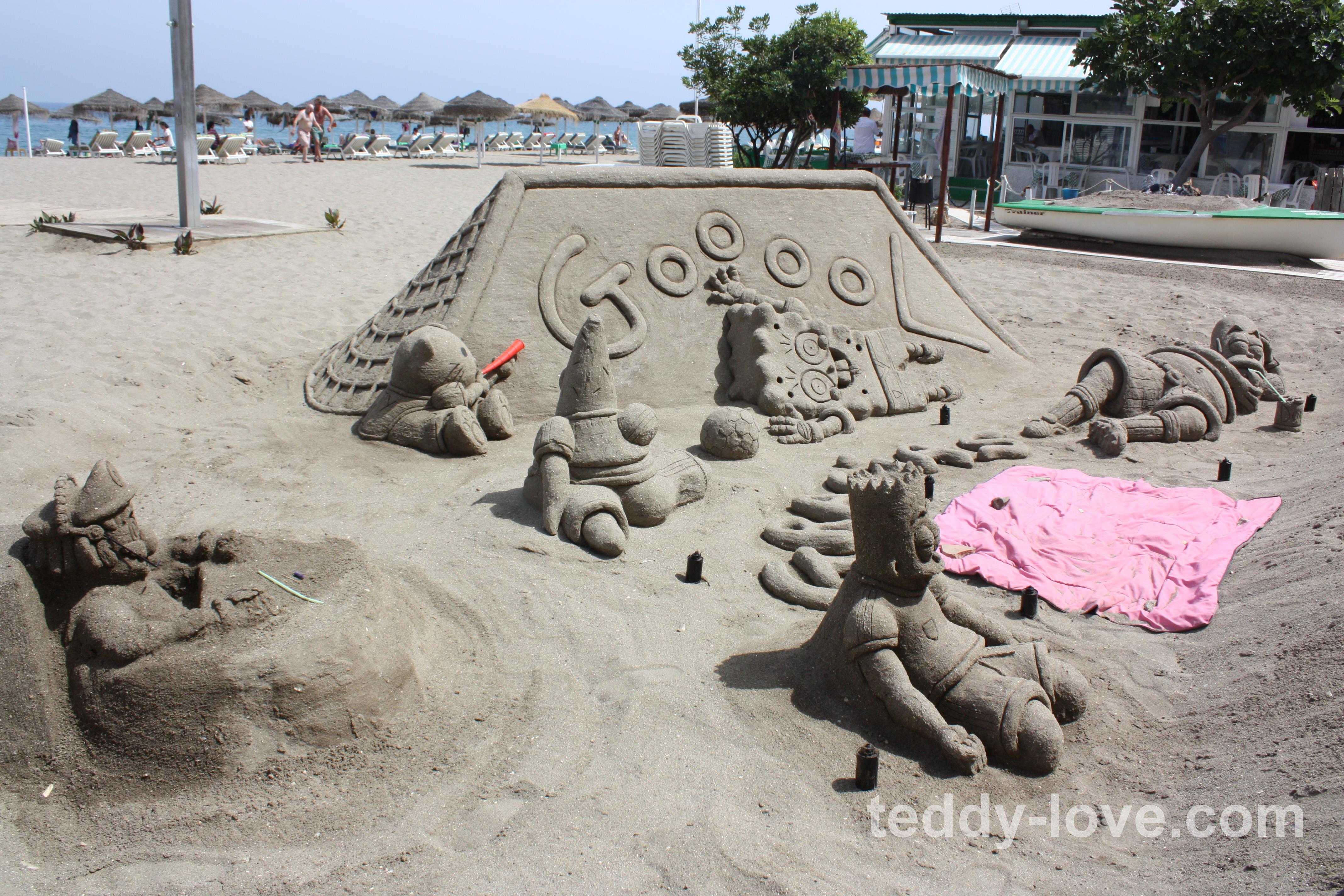 Более многолюдный пляж для туристов!