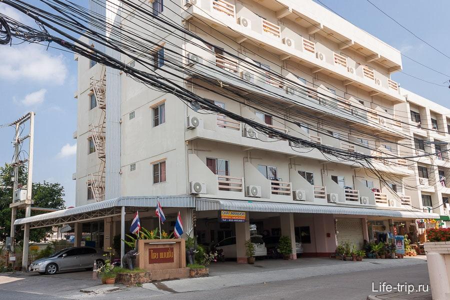 Типичный недорогой кондо-отель с аппартаментами