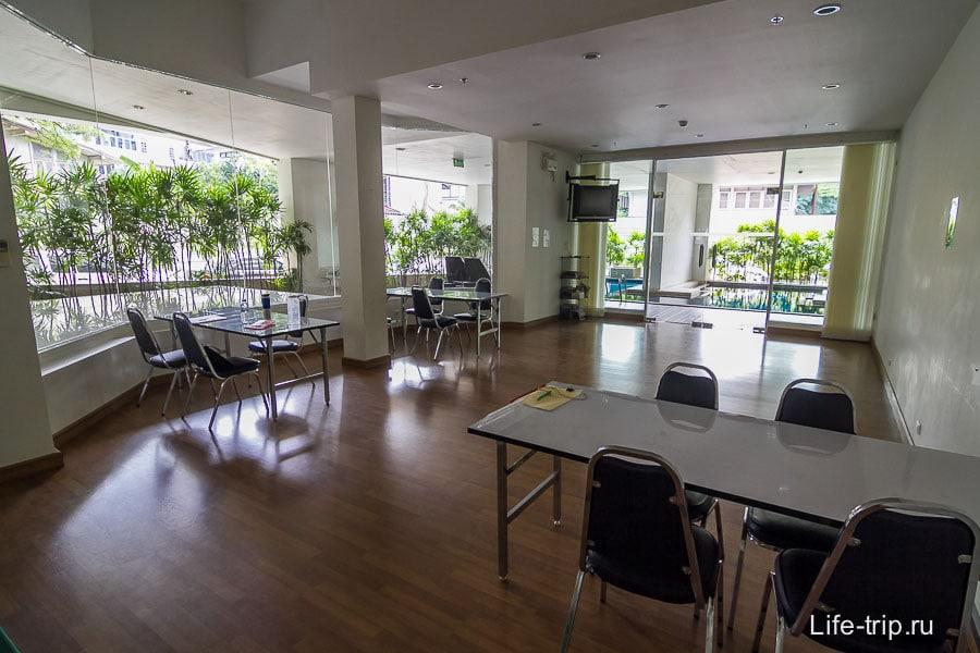 Кондиционированная комната для работы на первом этаже