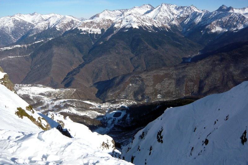 Вид с вершины, откуда спускаются все большие трассы