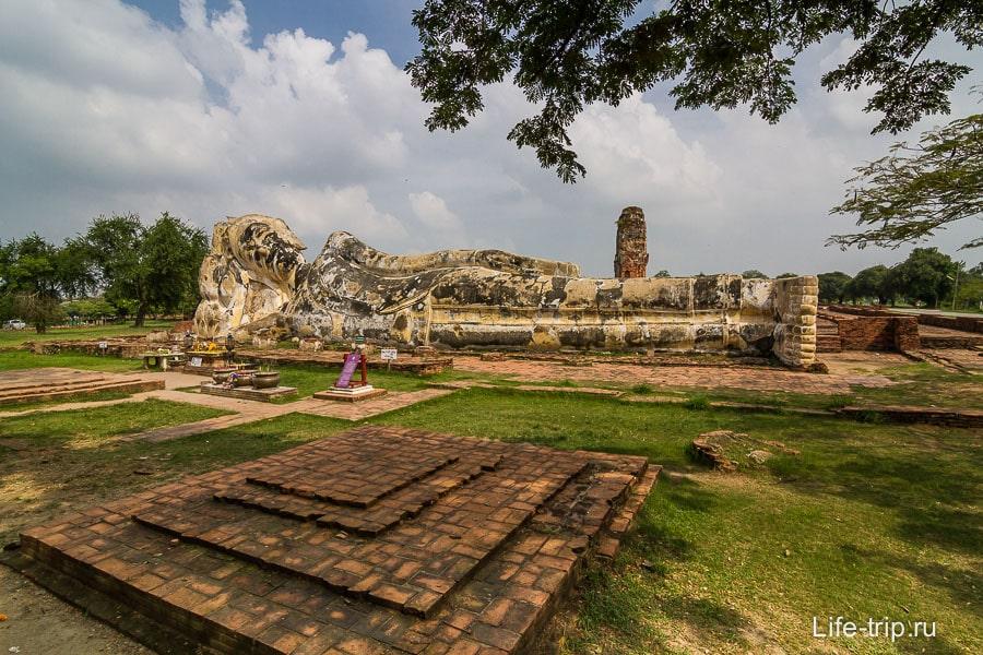 Wat Lokkayasutharam - Лежащий Будда