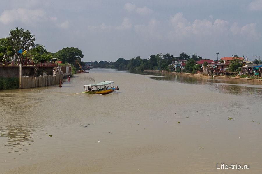 Аютайя окружена реками