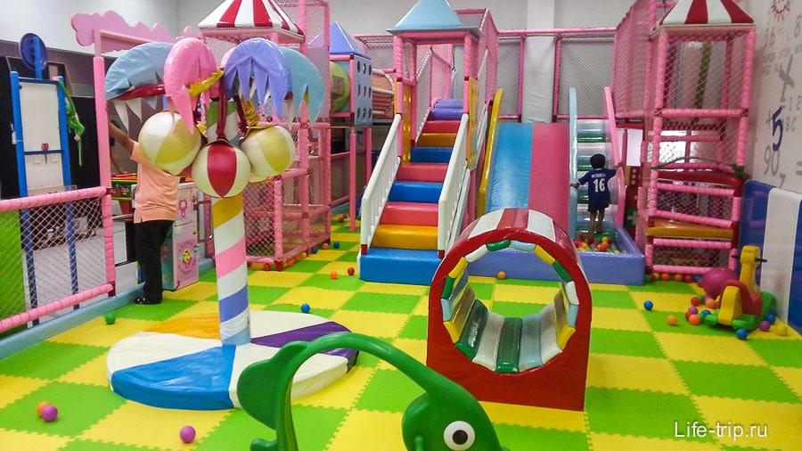 Детская площадка в Tesco