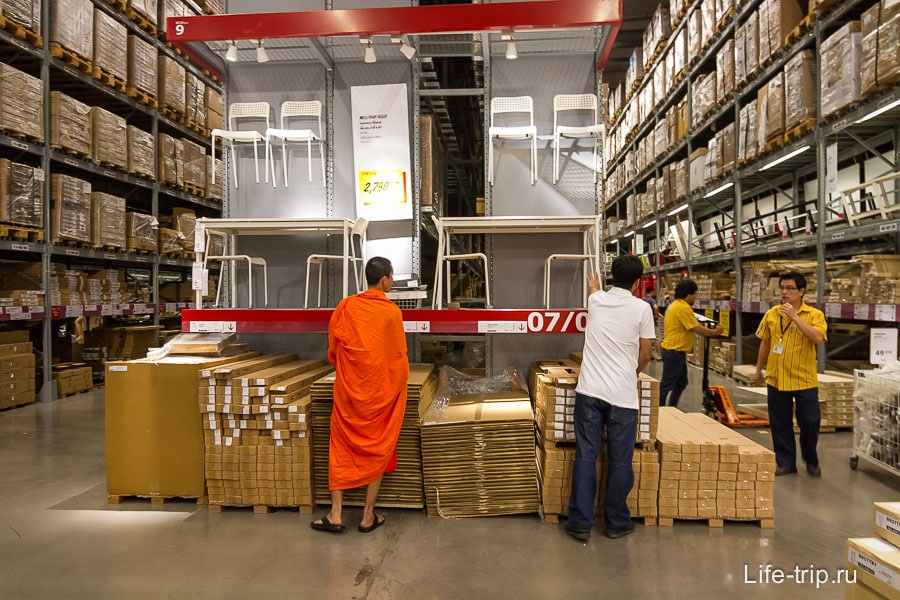 И монахам не чужд шоппинг