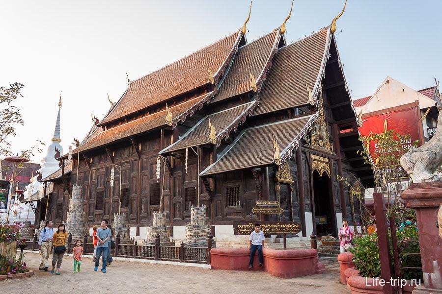Деревянный храм Wat Phan Tao