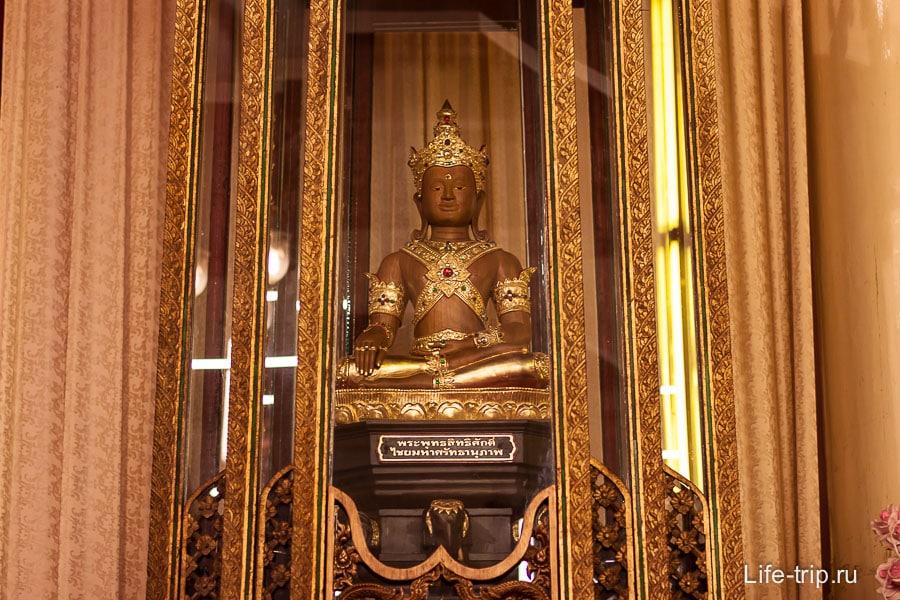 За семью замками спрятана статуя Будды