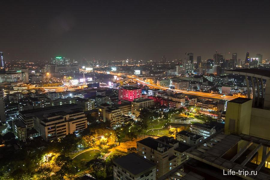 Вид с 29-го этажа на парк и Бангкок