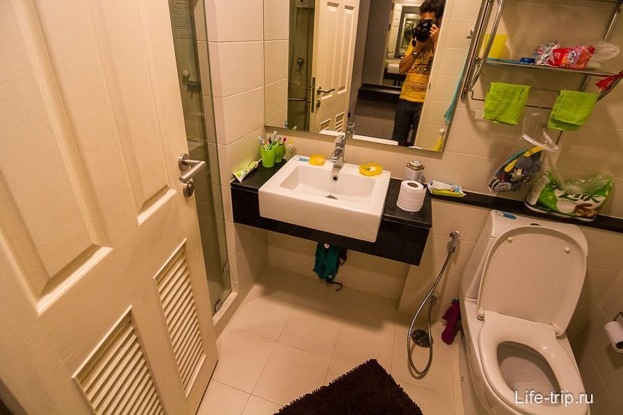 Санузел - входная дверь перекрывает вход в душ
