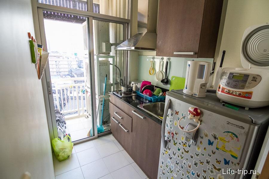 Небольшая кухня и недо-балкон