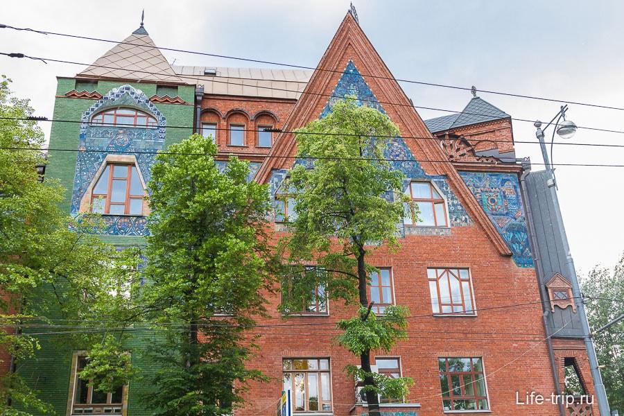 Майоликовый фронтон дома П.Н. Перцова