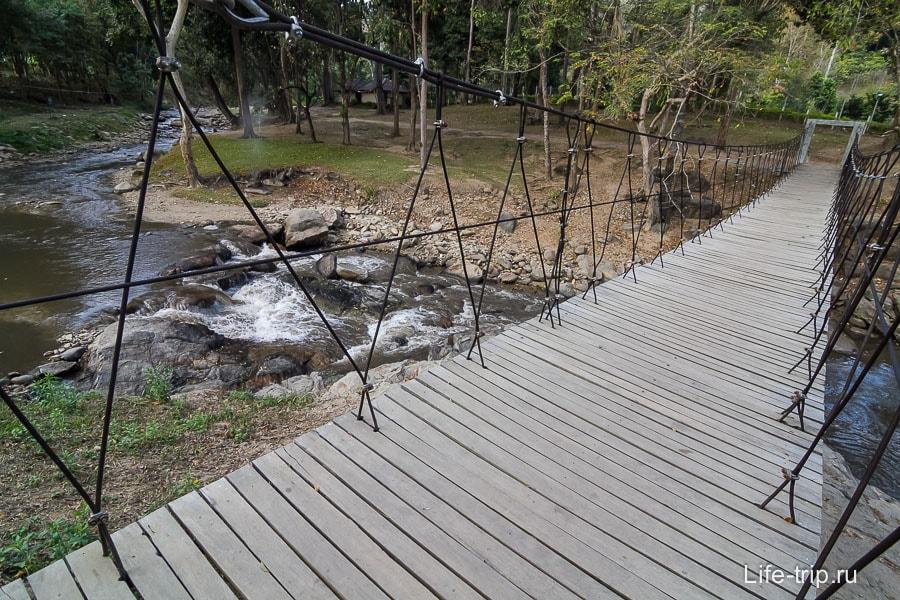 Stream - горная речка с мостиком