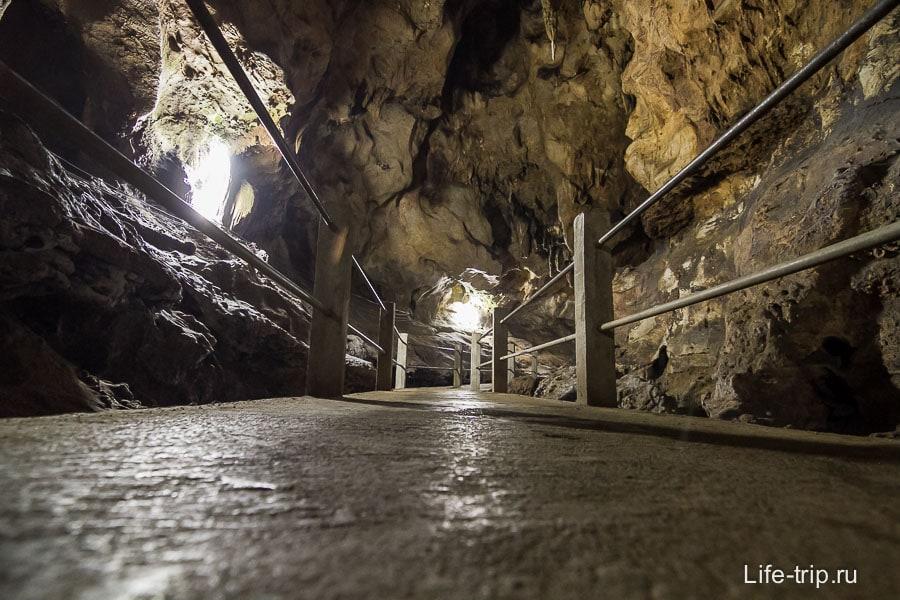 Освещенная пещера