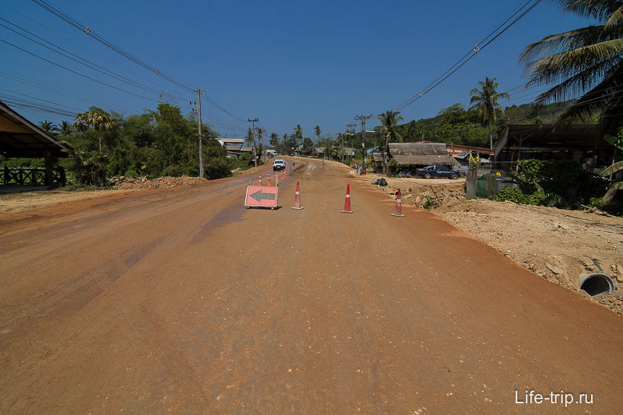 Вот так выглядит дорога до Клонг Муанг, ремонт идет уже полгода