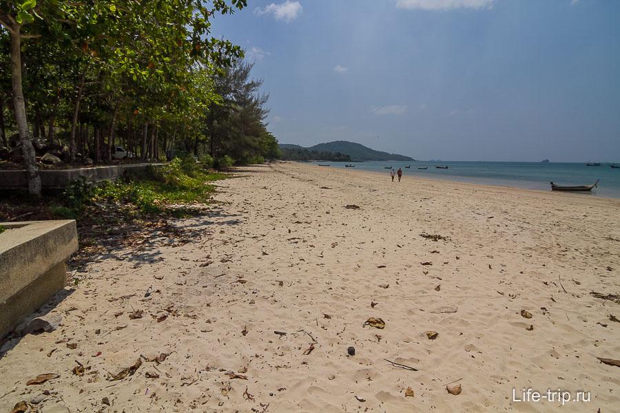Пляж Клонг Муанг левая часть, около отеля Шератон