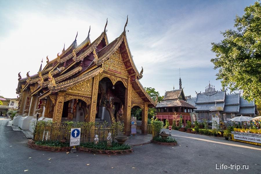 Рядом обычный тайский храм