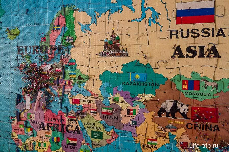 Карта с булавками, кто из какой страны, тут останавливался