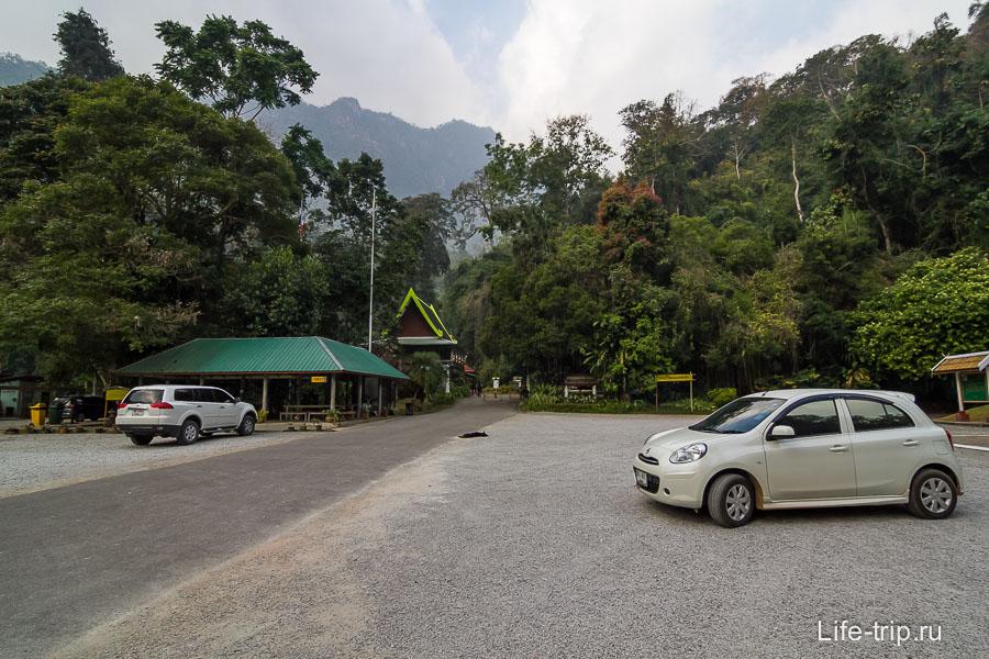 Парковка перед храмом