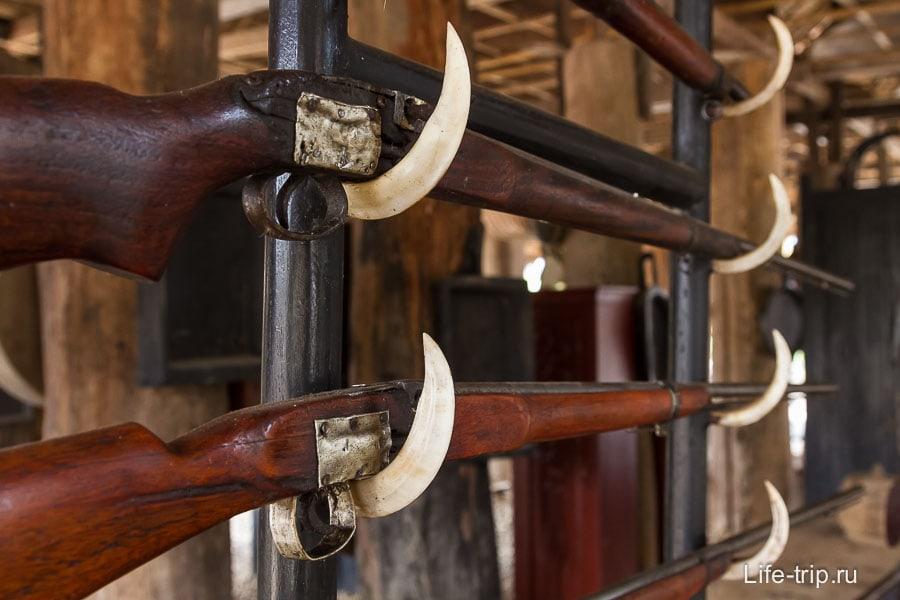 Необычная подставка для ружей