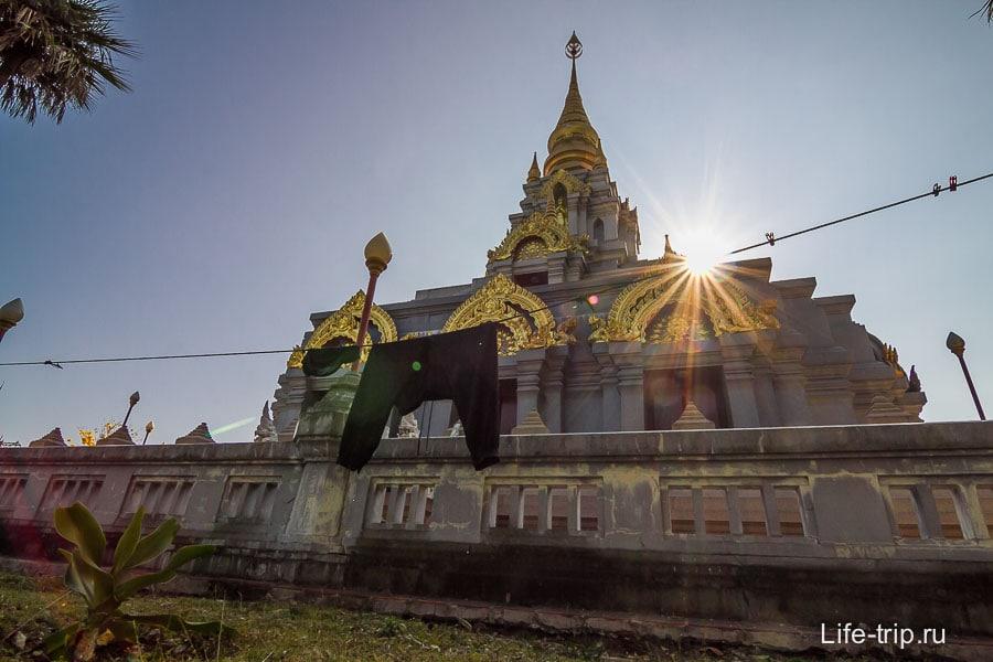 Phra Boromathat Chedi