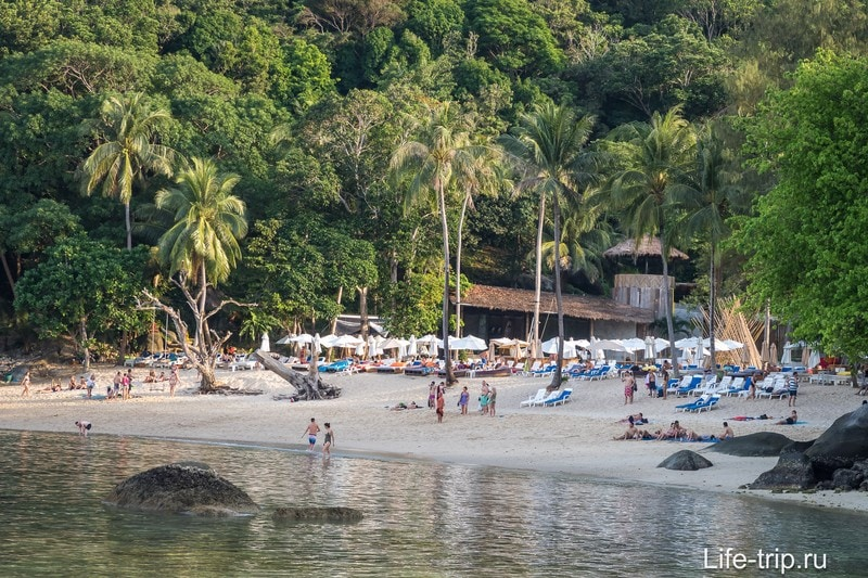 Ширина пляжа при отливе впечатляет и удручает одновременно. Гулять - хорошо, купаться - плохо.