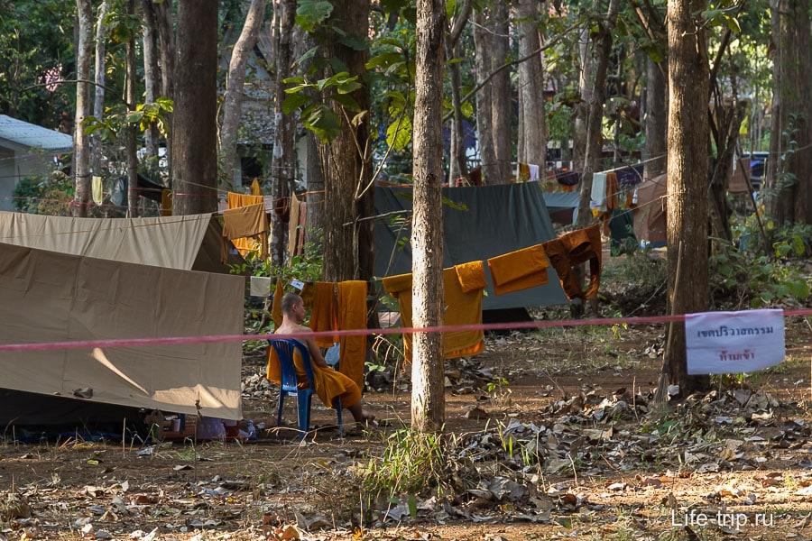 Wat buatong - или строится, или тут изначально полевые условия
