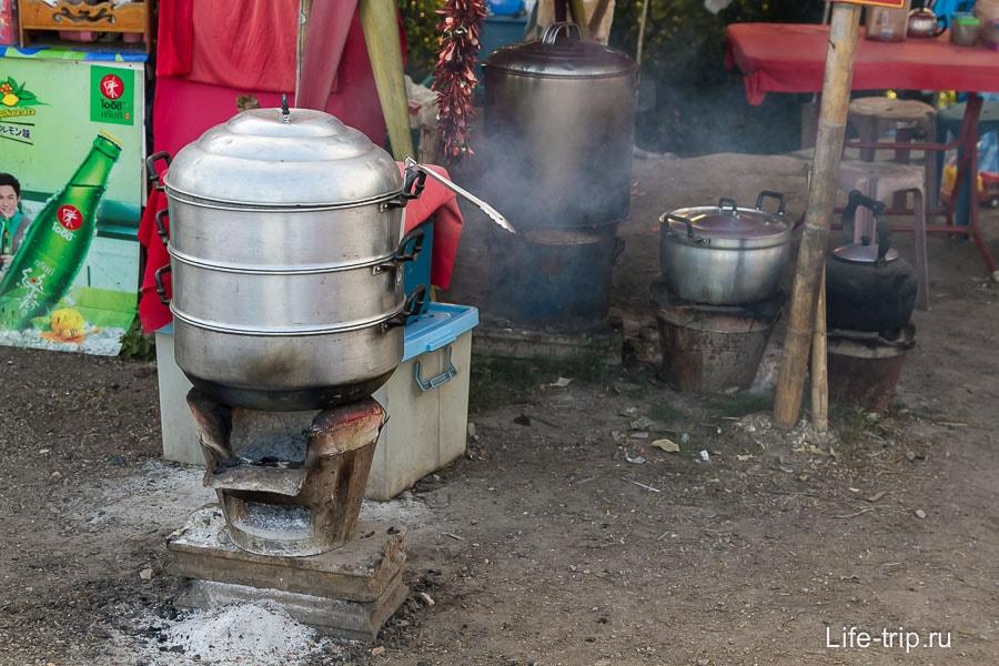Горячий чаек и еда на вьюпоинте Анг Кханг