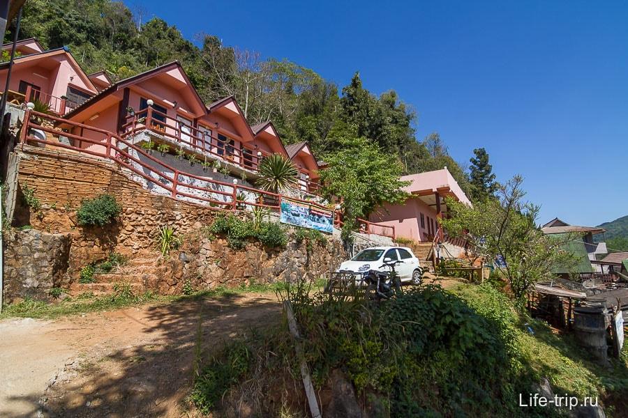 Дешевый отель Naha в Ang Khang